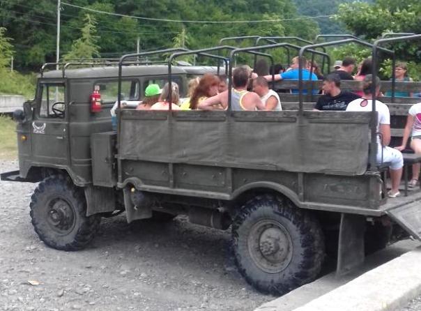 Карай в задната част на камион