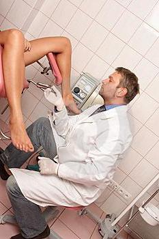 при приемане на гинеколога