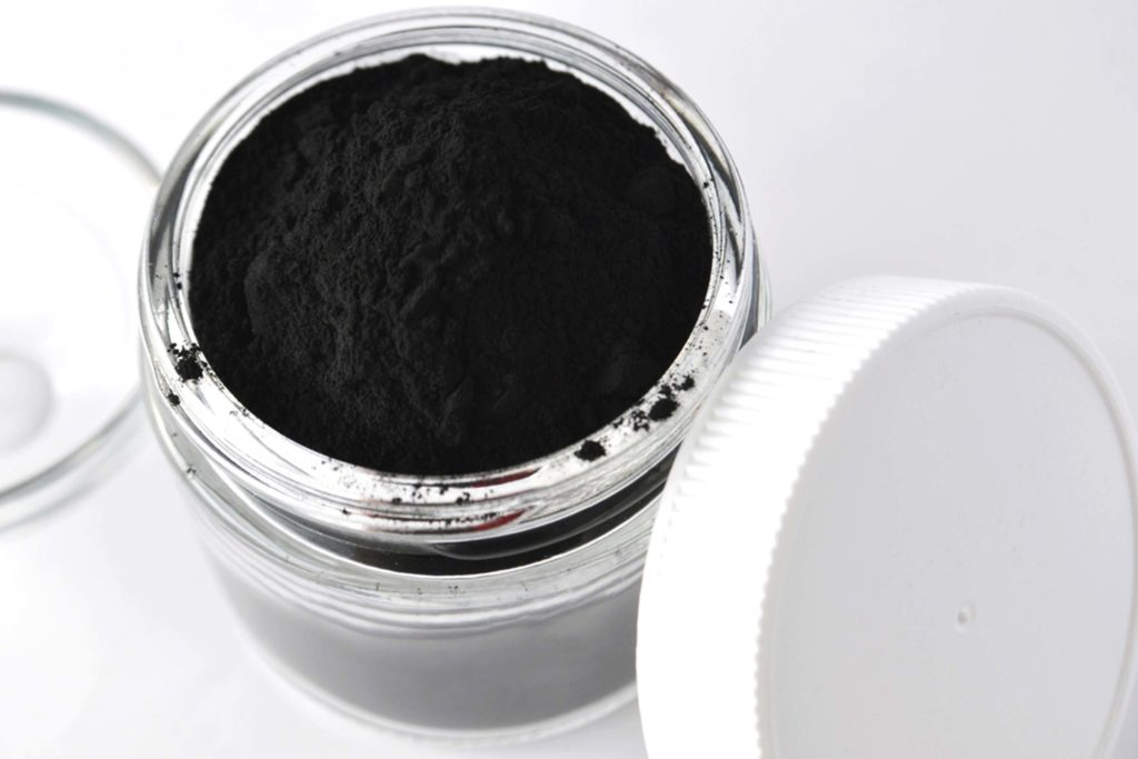 carbone attivo per uso cosmetico