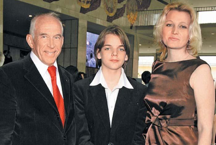 Alexander Pashutin sa svojom kćeri i unukom