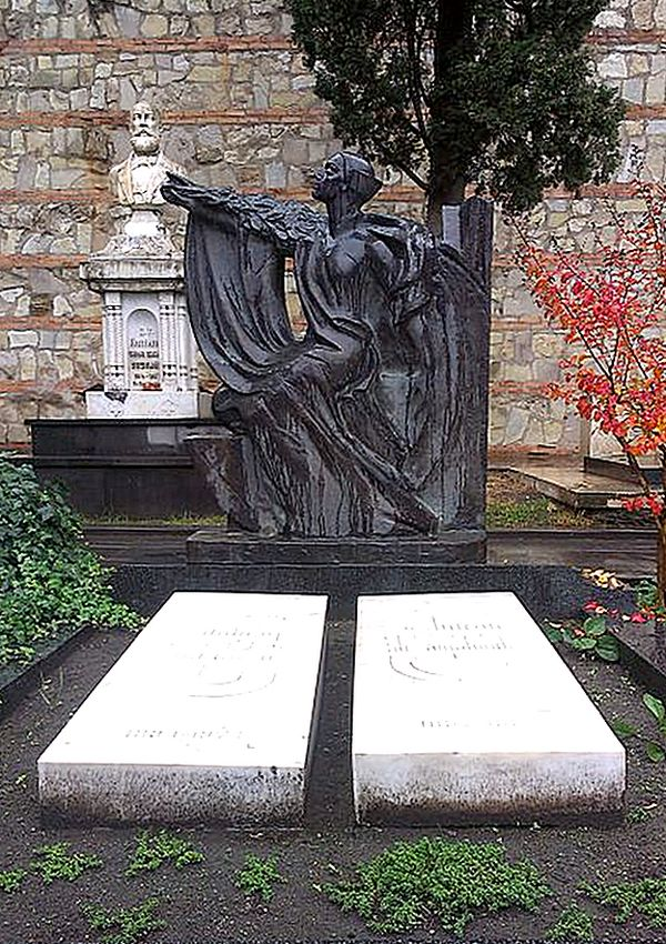 La tomba di Veriko Andzhaparidze sul Monte Mtatsminda