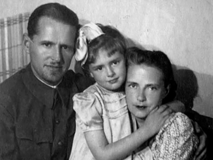 Varvara Myasnikova z možem in hčerko