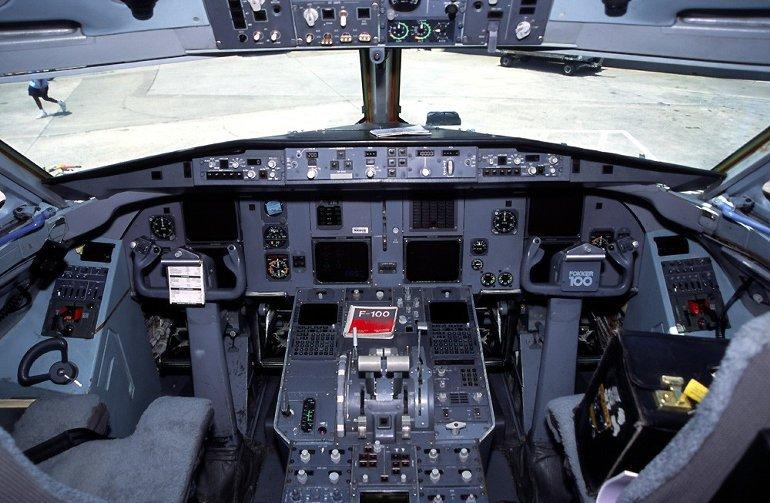 Kabina Fokker 100