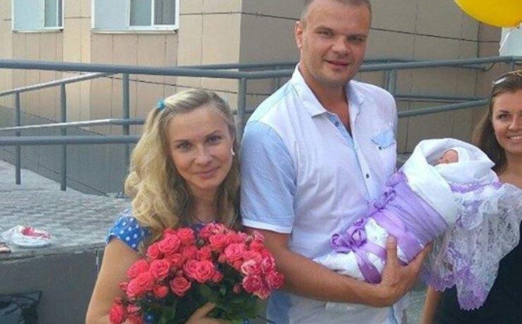 Nastya con suo marito e suo figlio