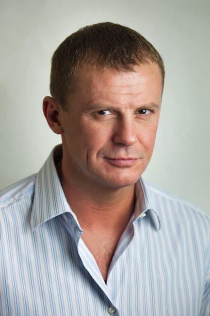 Andrey attore in piedi