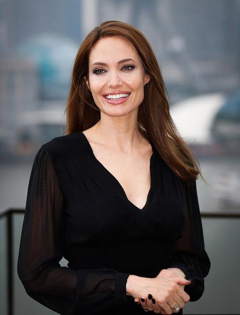 Angjelina Jolie тегло тегло