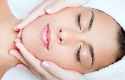 biorivitalizzazione facciale con acido ialuronico