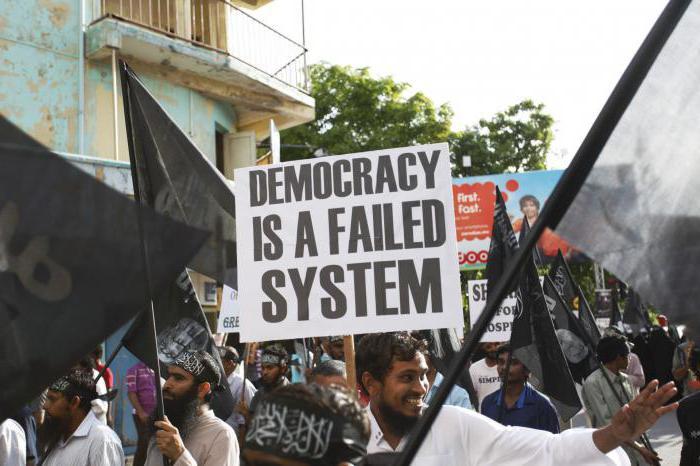 la formazione di regimi anti-democratici
