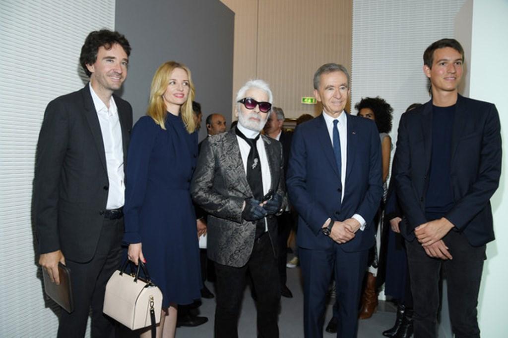 Antoine Arno con sua sorella, padre e K. Lagerfeld