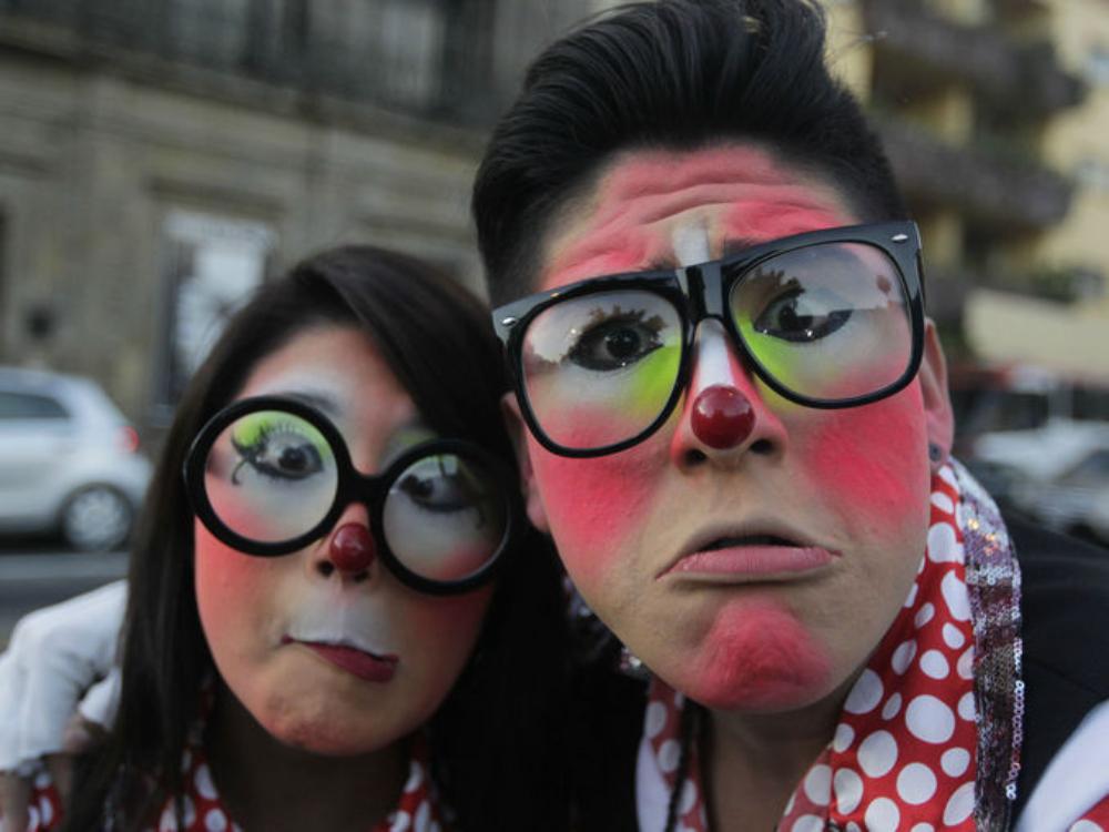 хора с боядисани лица