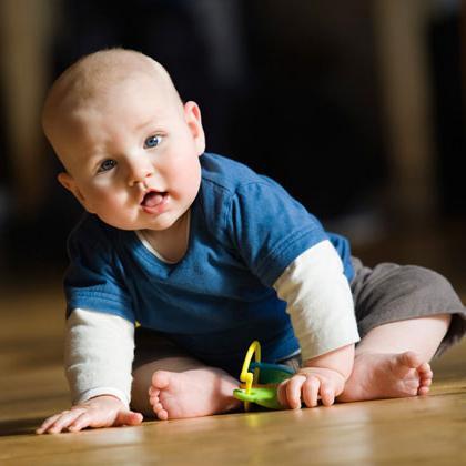A che età inizia il bambino a sedersi