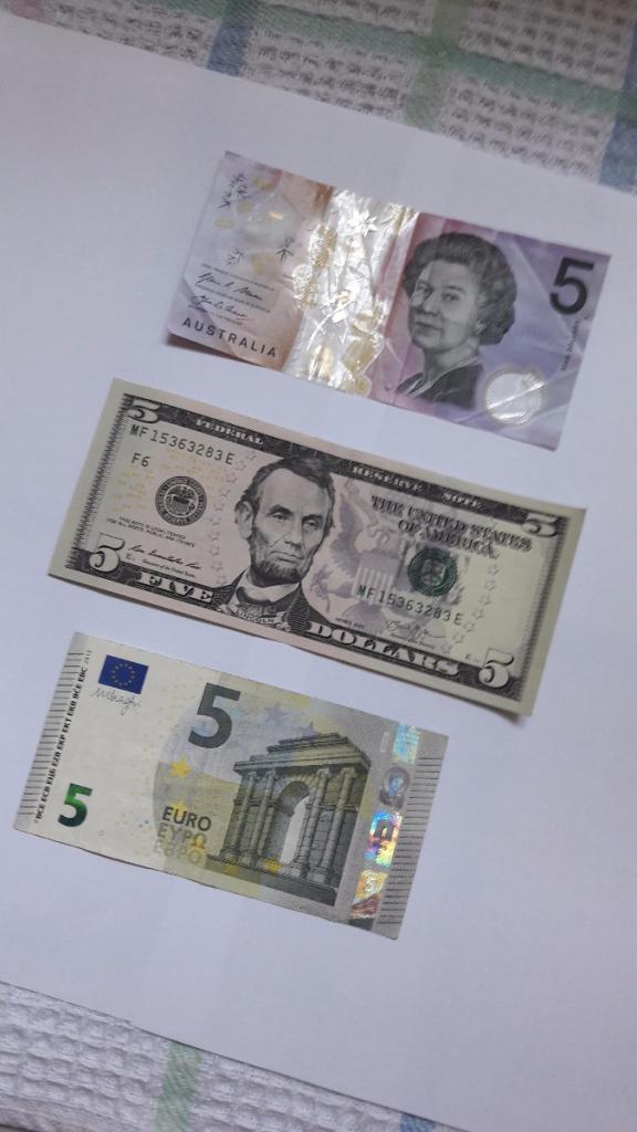 Амерички и аустралијски долари и евро