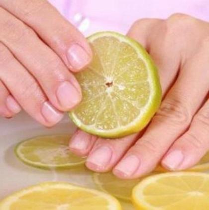 do wzmocnienia recenzji paznokci