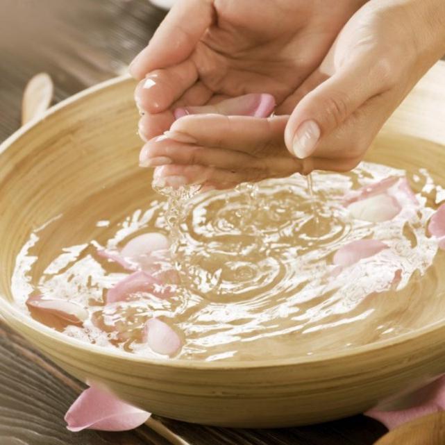 kąpiele do szybkiego wzrostu i wzmocnienia paznokci