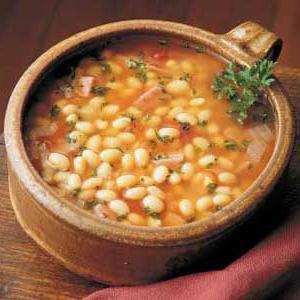 zuppa di fagioli in brodo di carne