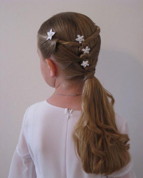 Treccine per capelli lunghi per le ragazze a scuola