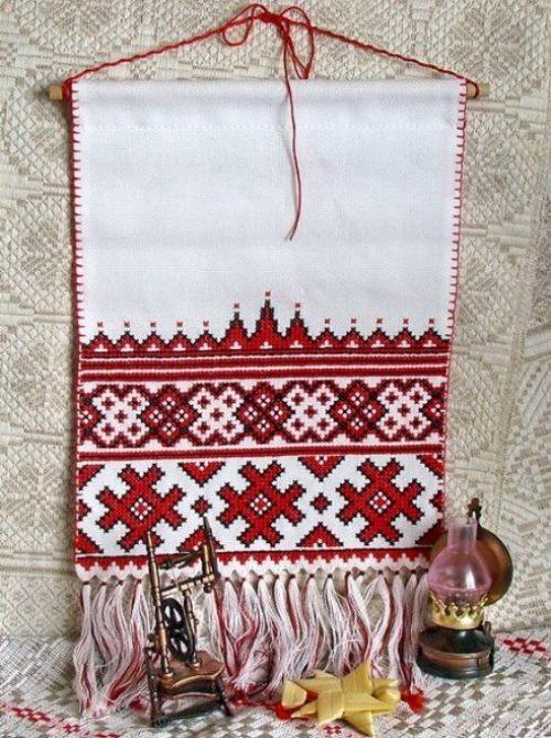 Asciugamano ricamato con ornamento bielorusso