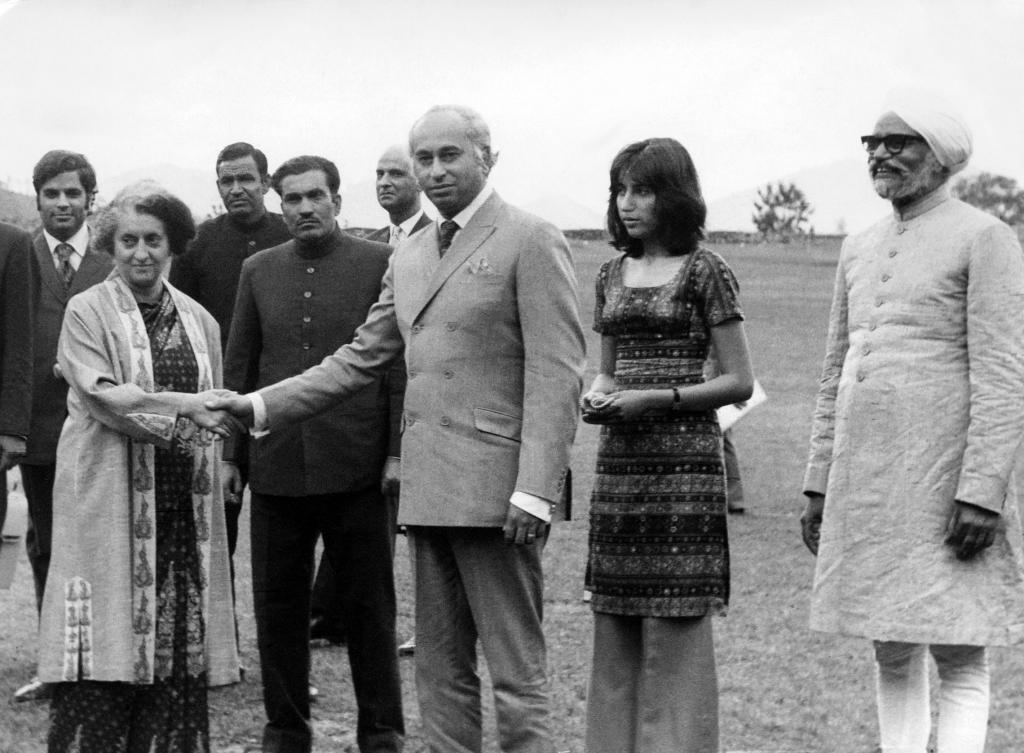 Бхуто среща баща с Индира Ганди