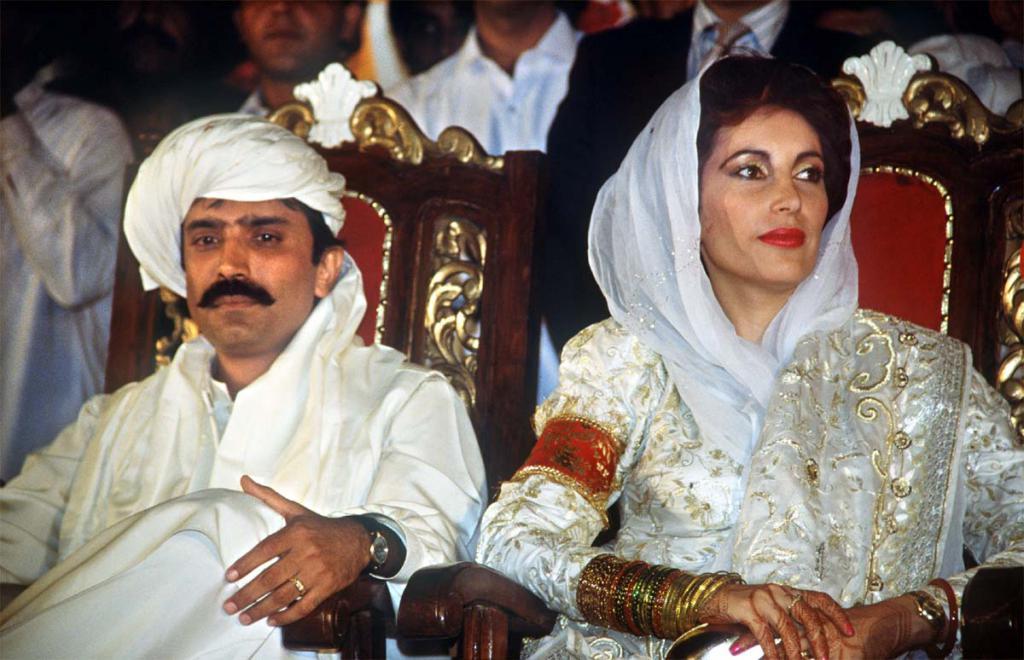 Беназир Бхуто със съпруга си