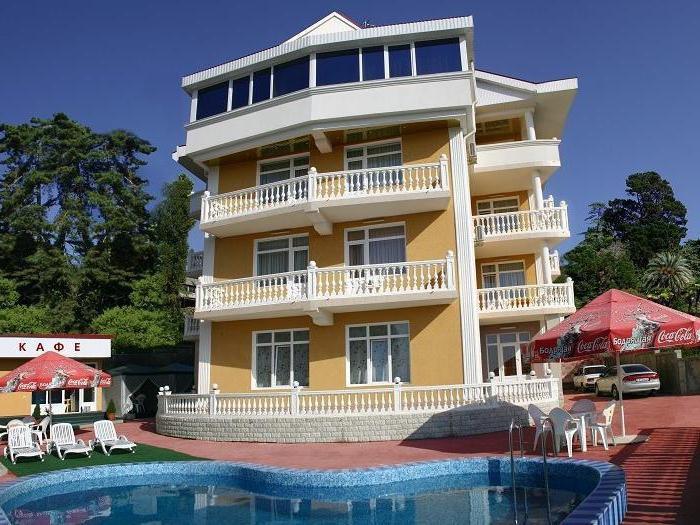 Poiščite hotel na plaži z bazenom