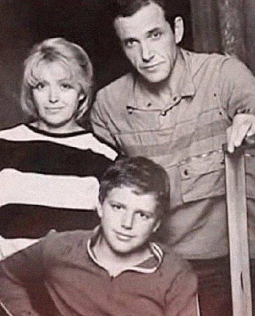 Maxim Vitorgan sa svojim roditeljima