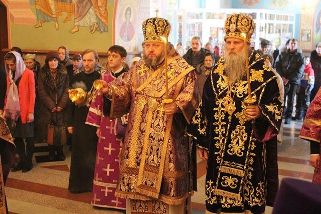 бискуп у цркви