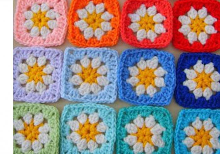 piazze all'uncinetto con fiori