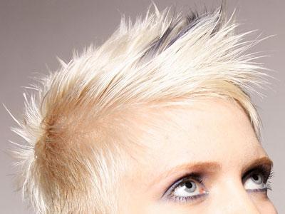 како вратити косу након избељивања
