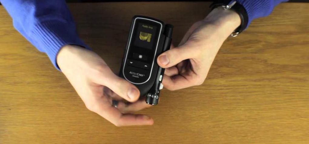 Glukometer brez test trakov: opozarja