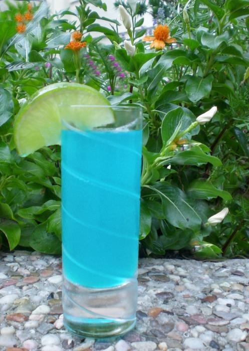 composizione cocktail blu laguna