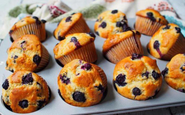 muffine borovnice v silikonskih pločevinkah