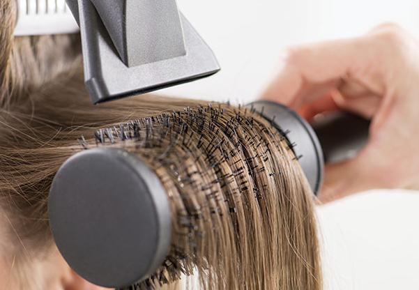 обликовање косе са четкањем