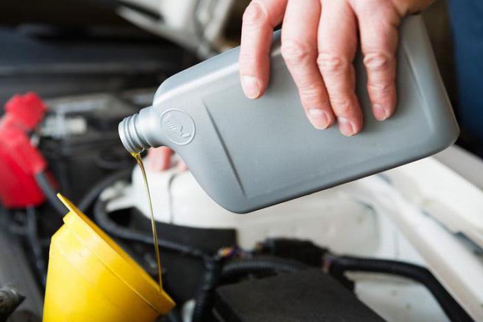 è possibile mescolare olio motore