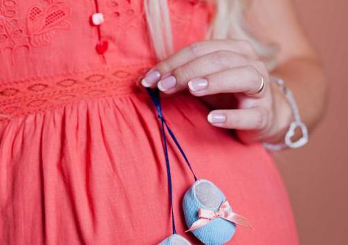 Le donne incinte possono dipingere le unghie con la vernice