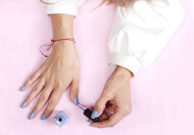 Le donne incinte possono dipingere le unghie con gommalacca
