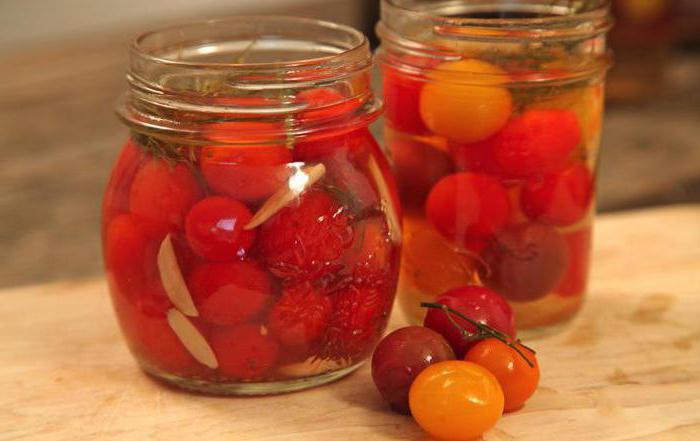 консервирани домати с лук за зимата