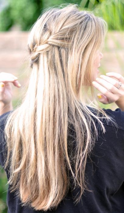 taglio di capelli a cascata per capelli lunghi
