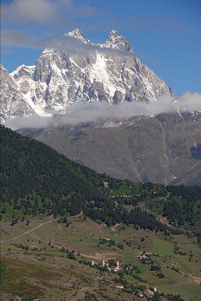 Altezza caucasica delle montagne