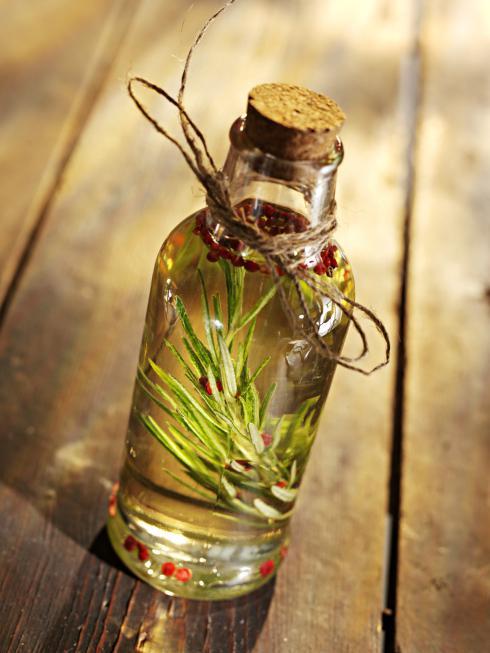 applicazione dell'olio di pinoli
