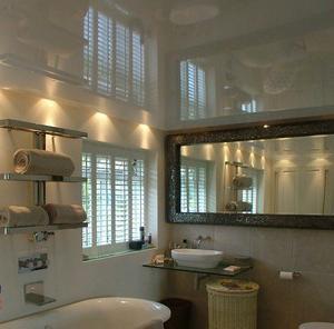 foto del soffitto del bagno