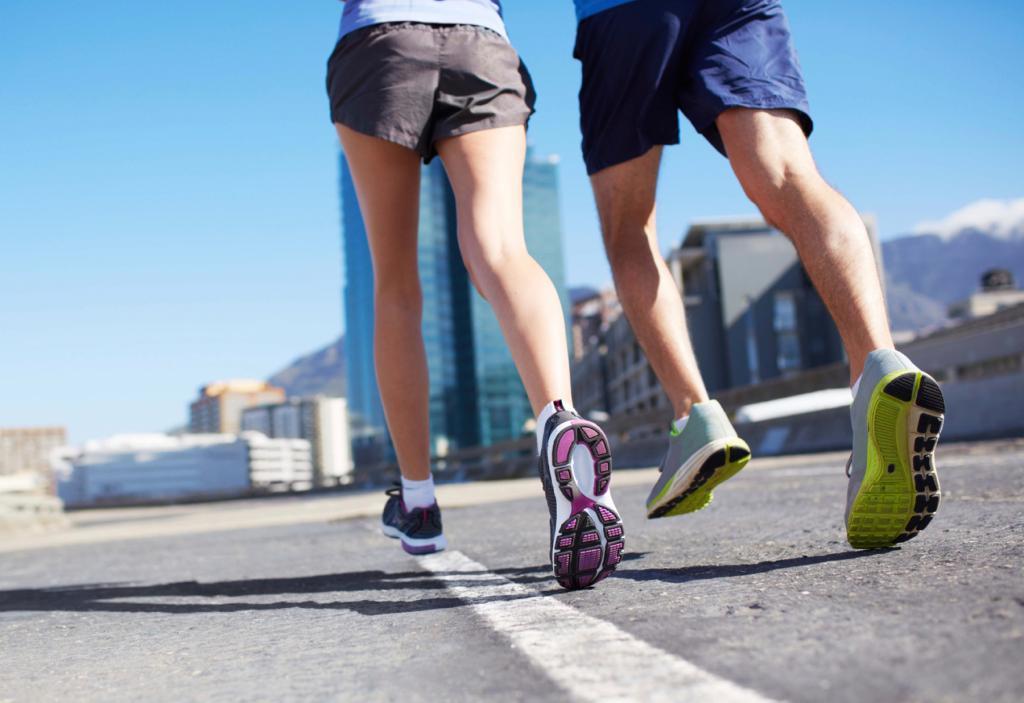 due corrono per la strada
