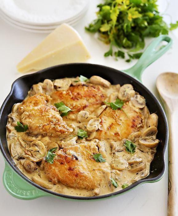 пилећа прса са печуркама у кремастом сосу