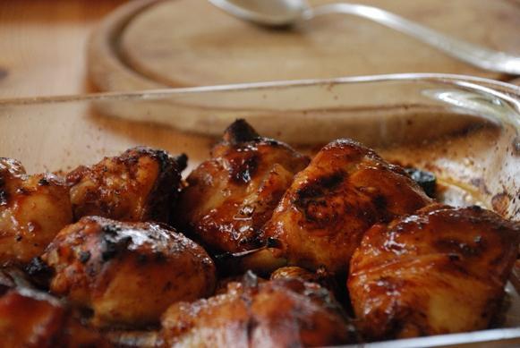 Пиле с сини сливи