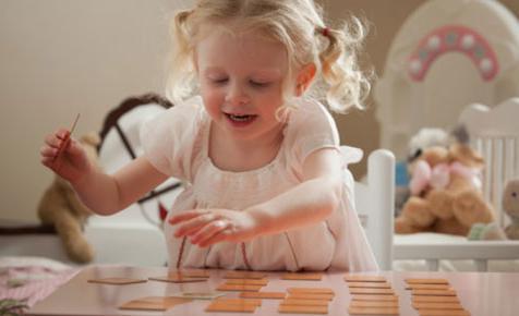 bambino 2 anni di sviluppo del linguaggio