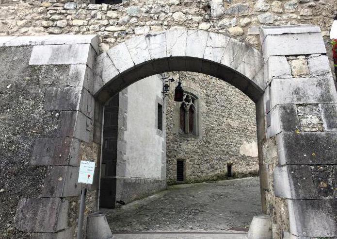 chillon jezero i chillon dvorac