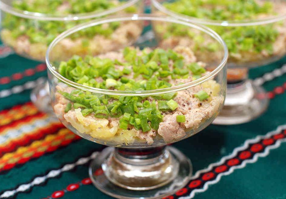 Jak serwować sałatkę Mimosa