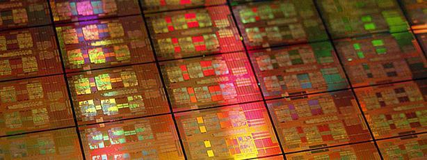Кристални процесор под микроскопом