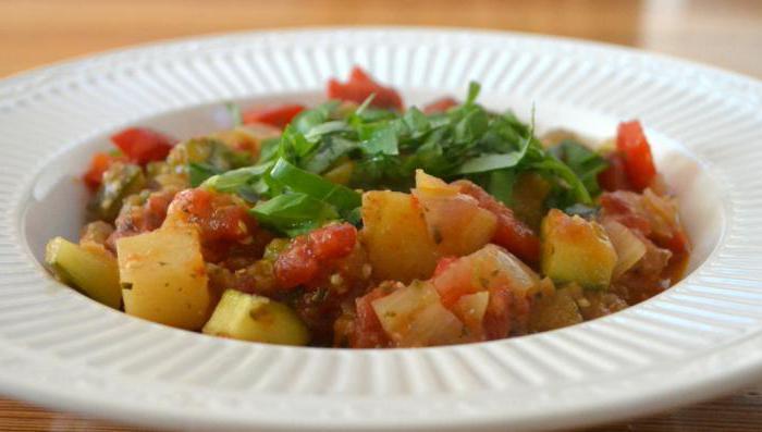 зеленчуци задушени тиквички зеле картофи