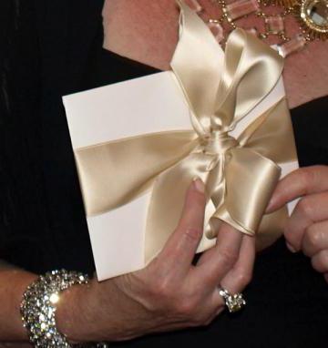 готино представяне на сватбен подарък