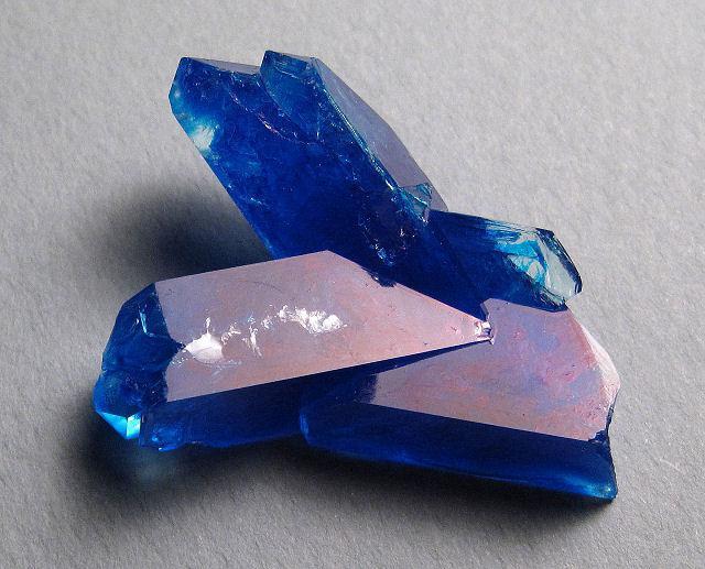 бакрено плаво стакло